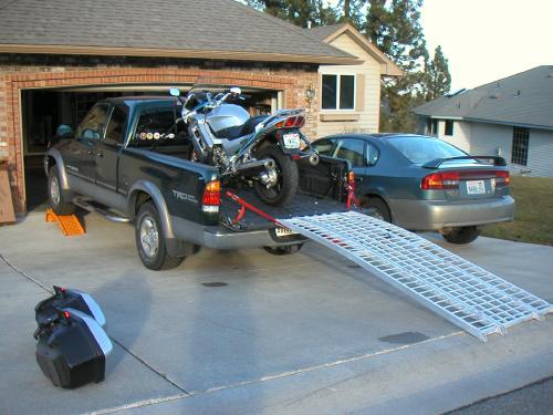 algun forero tiene una pick up donde cargar su moto. Black Bedroom Furniture Sets. Home Design Ideas